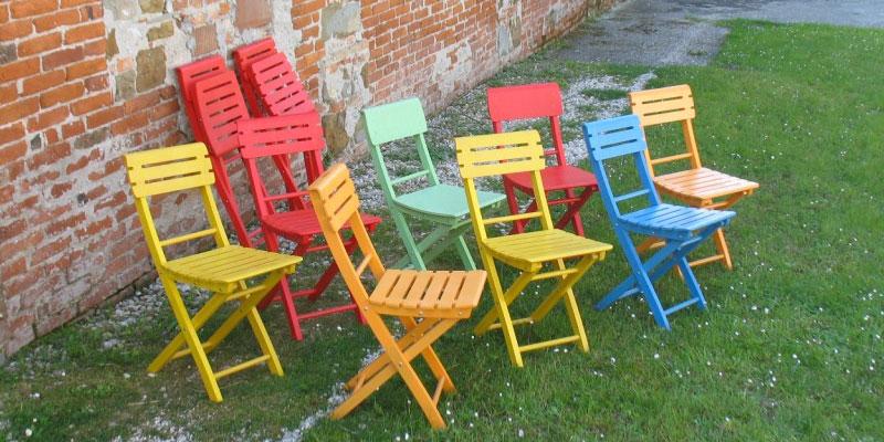 Sedie pieghevoli di design legno plastica progetto sedia for Sedie soggiorno economiche